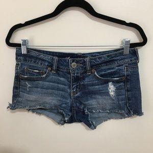 AMERICAN EAGLE distressed cut off jean shorts AT17